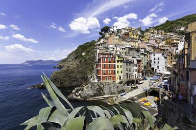 https://imgc.allpostersimages.com/img/posters/clifftop-village-of-riomaggiore-cinque-terre-unesco-world-heritage-site-liguria-italy-europe_u-L-PWFRZO0.jpg?p=0