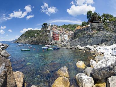 https://imgc.allpostersimages.com/img/posters/clifftop-village-of-riomaggiore-cinque-terre-unesco-world-heritage-site-liguria-italy-europe_u-L-PXXSWM0.jpg?artPerspective=n