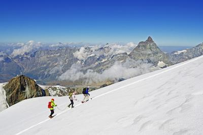 https://imgc.allpostersimages.com/img/posters/climbers-on-breithorn-mountain_u-L-PNGL7W0.jpg?p=0