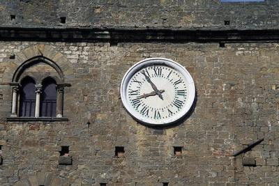 https://imgc.allpostersimages.com/img/posters/clock-on-the-facade-of-palazzo-dei-priori_u-L-PPQIBN0.jpg?p=0