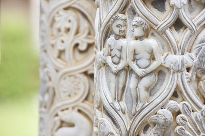 https://imgc.allpostersimages.com/img/posters/cloister-columns-detail-cathedral-of-monreale-monreale-palermo-sicily-italy-europe_u-L-Q1BQ4A40.jpg?p=0