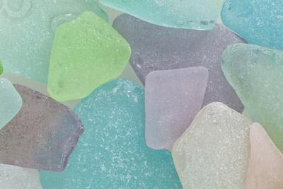 https://imgc.allpostersimages.com/img/posters/close-up-of-colorful-beach-glass-washington-usa_u-L-PXRA750.jpg?p=0