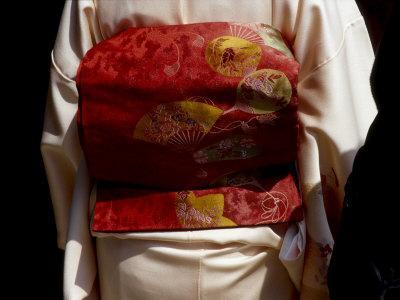 https://imgc.allpostersimages.com/img/posters/close-up-of-obi-silk-sash-worn-with-kimono-kyoto-japan_u-L-P240460.jpg?p=0