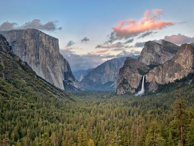 https://imgc.allpostersimages.com/img/posters/clouds-over-a-valley-yosemite-valley-yosemite-national-park-california-usa_u-L-PXU13U0.jpg?p=0