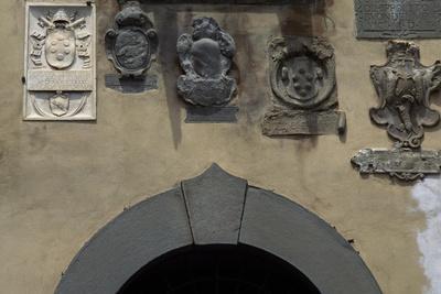 https://imgc.allpostersimages.com/img/posters/coats-of-arms-at-pretorio-palace_u-L-PPQK7P0.jpg?p=0