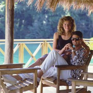 COCKTAIL, 1987 directed by ROGER DONALSON Elizabeth Shue and Tom Cruise (photo)
