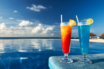 https://imgc.allpostersimages.com/img/posters/cocktails-near-the-swimming-pool_u-L-Q1033JL0.jpg?p=0