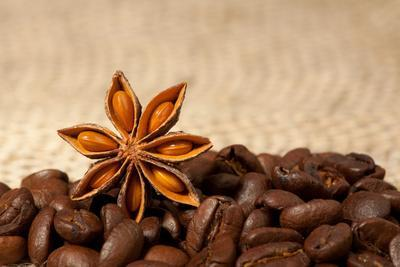 https://imgc.allpostersimages.com/img/posters/coffee-and-star-anise-on-sackcloth-background-with-copyspace_u-L-Q1037FV0.jpg?p=0