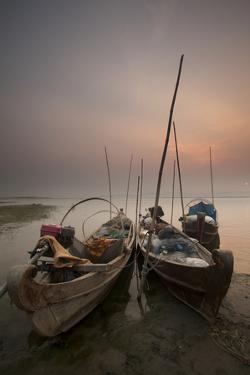 River Life, Irrawaddy River, Manadalay, Myanmar (Burma), Asia by Colin Brynn