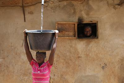 https://imgc.allpostersimages.com/img/posters/collecting-water-in-a-zou-province-village-benin_u-L-Q1GYJ2Y0.jpg?artPerspective=n