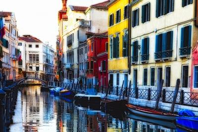https://imgc.allpostersimages.com/img/posters/colorful-cana-scene-l-santa-croce-venice_u-L-Q1AS84W0.jpg?p=0