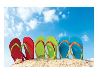 https://imgc.allpostersimages.com/img/posters/colorful-flipflops-sunny-beach_u-L-F88X3Q0.jpg?p=0