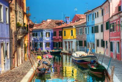 https://imgc.allpostersimages.com/img/posters/colorful-houses-and-canal-on-burano-island-near-venice-italy-sunny-day_u-L-Q103DZD0.jpg?p=0