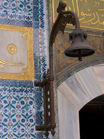 https://imgc.allpostersimages.com/img/posters/colorful-tile-work-in-the-topkapi-palace-istanbul-turkey_u-L-P243JD0.jpg?p=0