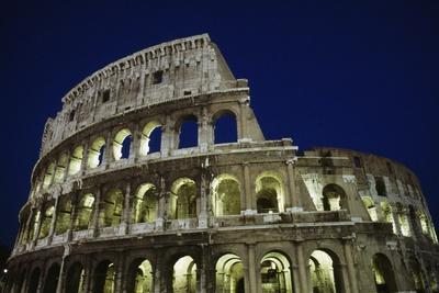 https://imgc.allpostersimages.com/img/posters/colosseum-or-flavian-amphitheatre-at-night_u-L-PPQGJV0.jpg?p=0