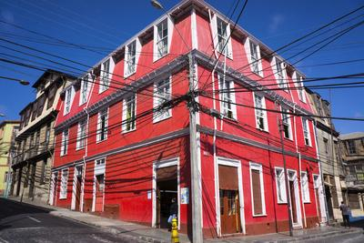 https://imgc.allpostersimages.com/img/posters/colourful-house-valparaiso-chile_u-L-PWFFDJ0.jpg?p=0