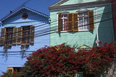 https://imgc.allpostersimages.com/img/posters/colourful-houses-valparaiso-chile_u-L-PWFHF50.jpg?p=0
