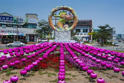https://imgc.allpostersimages.com/img/posters/colourful-lanterns-around-the-king-seong-statue-buyeo-south-korea-asia_u-L-PQ8PMZ0.jpg?p=0