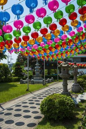 https://imgc.allpostersimages.com/img/posters/colourful-paper-lanterns-in-the-fortress-of-suwon_u-L-PQ8TPZ0.jpg?p=0