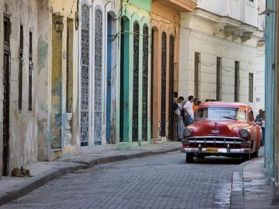 https://imgc.allpostersimages.com/img/posters/colourful-street-with-traditional-old-american-car-parked-old-havana-cuba-west-indies-caribbean_u-L-PFNVQ30.jpg?p=0