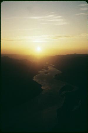 https://imgc.allpostersimages.com/img/posters/columbia-river_u-L-Q10PDNT0.jpg?p=0