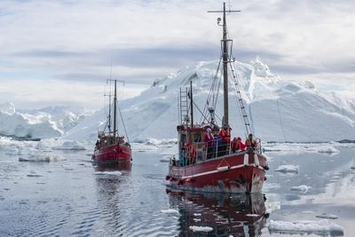 https://imgc.allpostersimages.com/img/posters/commercial-iceberg-tours-amongst-huge-icebergs-calved-from-the-ilulissat-glacier_u-L-PQ8PFZ0.jpg?p=0