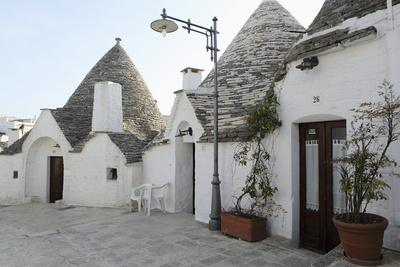https://imgc.allpostersimages.com/img/posters/cone-shaped-trulli-houses-in-the-rione-monte-district-of-alberobello-in-apulia-italy_u-L-PWFCI20.jpg?p=0