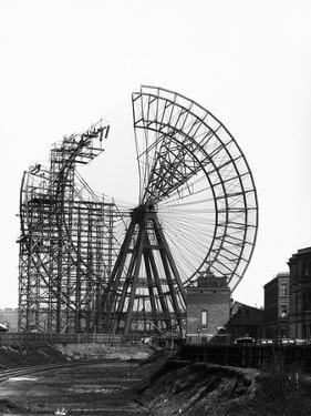 Construction of Giant Wheel