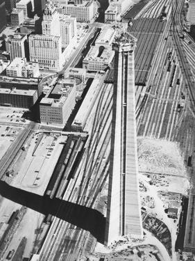 Construction of the Canadian National Tower