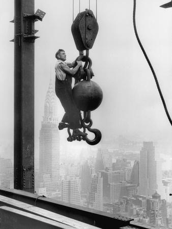 https://imgc.allpostersimages.com/img/posters/construction-worker-at-empire-state-building_u-L-PZS3W80.jpg?p=0