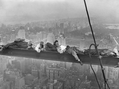 Construction Workers Resting on Steel Beam Above Manhattan, 1932