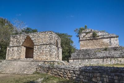 https://imgc.allpostersimages.com/img/posters/corbelled-arch-ek-balam-mayan-archaeological-site-yucatan-mexico-north-america_u-L-PWFR360.jpg?p=0