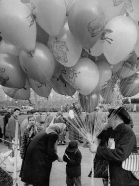 Man Selling Balloons at Dwight D. Eisenhower's Inauguration by Cornell Capa