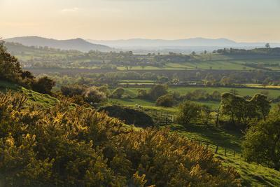 https://imgc.allpostersimages.com/img/posters/cotswold-landscape-with-view-to-malvern-hills_u-L-PWFCUE0.jpg?p=0