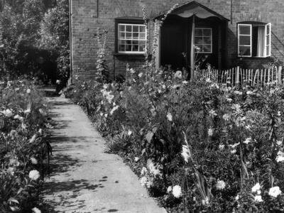 https://imgc.allpostersimages.com/img/posters/cottage-garden-border_u-L-Q107JN40.jpg?p=0