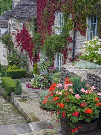 https://imgc.allpostersimages.com/img/posters/cottage-on-chipping-steps-tetbury-town-gloucestershire-cotswolds-england-united-kingdom_u-L-PFNQCT0.jpg?artPerspective=n