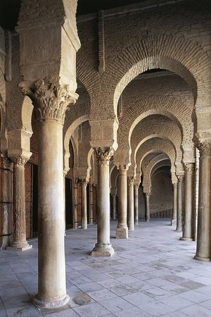 https://imgc.allpostersimages.com/img/posters/courtyard-gallery-mosque-of-uqba_u-L-PP9RWT0.jpg?p=0