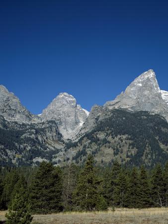 https://imgc.allpostersimages.com/img/posters/craggy-peaks-of-grand-teton-national-park-jackson-wyoming_u-L-PWB32U0.jpg?p=0