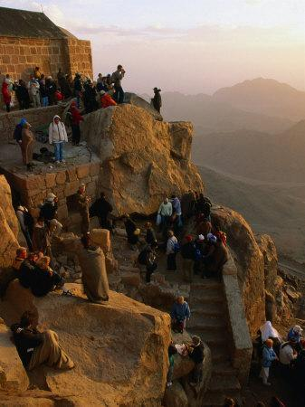 https://imgc.allpostersimages.com/img/posters/crowd-watching-sunrise-from-summit-of-mt-sinai-mt-sinai-egypt_u-L-P4FO7A0.jpg?p=0