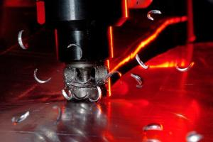 Metal Cutting Machine by Crown