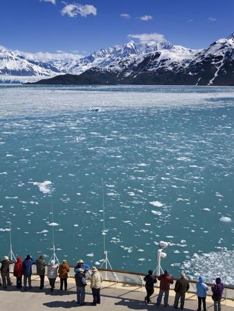 https://imgc.allpostersimages.com/img/posters/cruise-ship-near-hubbard-glacier-yakutat-bay-gulf-of-alaska-southeast-alaska-usa_u-L-PFNU2P0.jpg?p=0