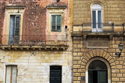 https://imgc.allpostersimages.com/img/posters/crumbling-houses-in-the-baroque-city-of-lecce-puglia-italy-europe_u-L-PQ8Q0Z0.jpg?p=0
