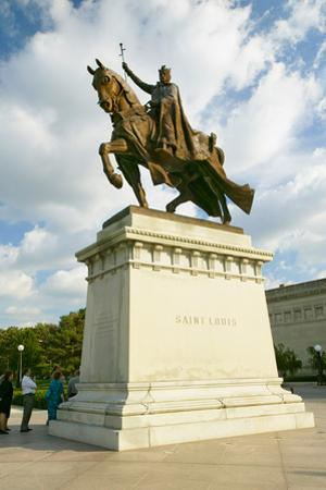 Crusader King Louis IX statue in front of the Saint Louis Art Museum in Forest Park, St. Louis,...