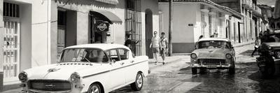 https://imgc.allpostersimages.com/img/posters/cuba-fuerte-collection-panoramic-bw-cuban-street-scene_u-L-Q1ABRJX0.jpg?p=0