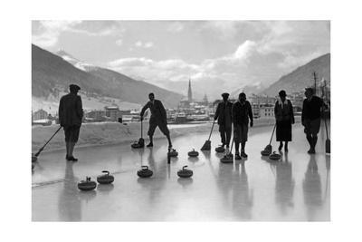 https://imgc.allpostersimages.com/img/posters/curling-in-davos-1920er-jahre_u-L-Q10UMQL0.jpg?p=0