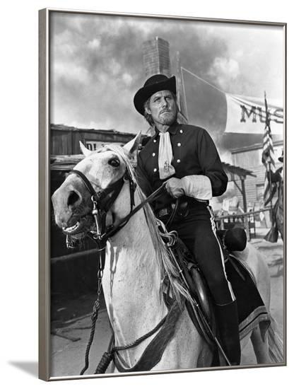Custer l homme by l ouest by RobertSiodmak with Robert Shaw, 1967 (b/w photo)--Framed Photo