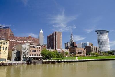 https://imgc.allpostersimages.com/img/posters/cuyahoga-river-skyline-view-of-downtown-cleveland-ohio-usa_u-L-PN6Q3Z0.jpg?p=0