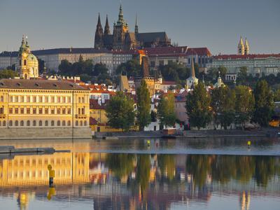 https://imgc.allpostersimages.com/img/posters/czechia-prague-prague-castle-moldavia_u-L-Q11YXB80.jpg?p=0