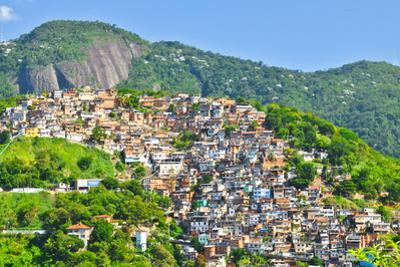 Favelas in Rio by dabldy