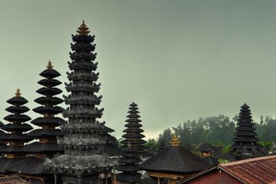 Hindu Temple Pura Besakih by dabldy